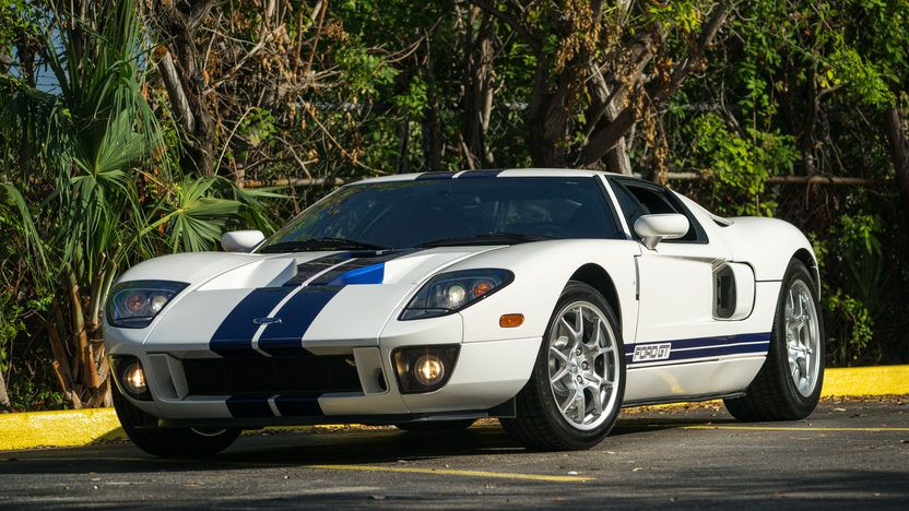 2005 Ford Gt In Centennial White W Blue Stripes Ford Gt Car