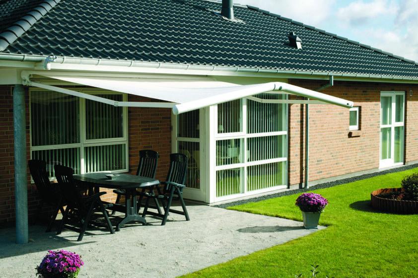 Bonito toldo, perfecto para esta terraza-jardín! TOLDOS MARKILUX
