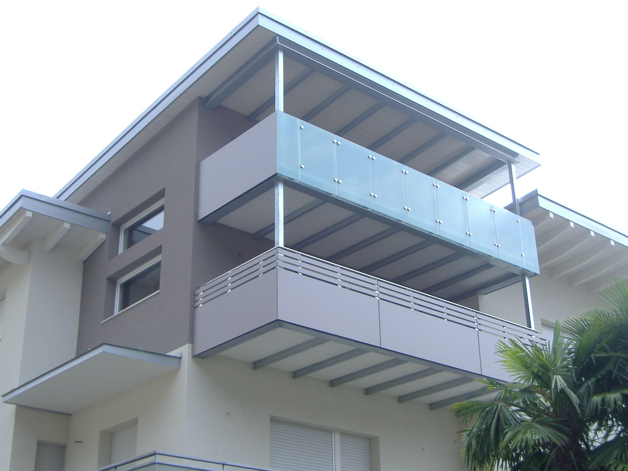 Nostra realizzazione di balcone con pannelli HPL a doghe
