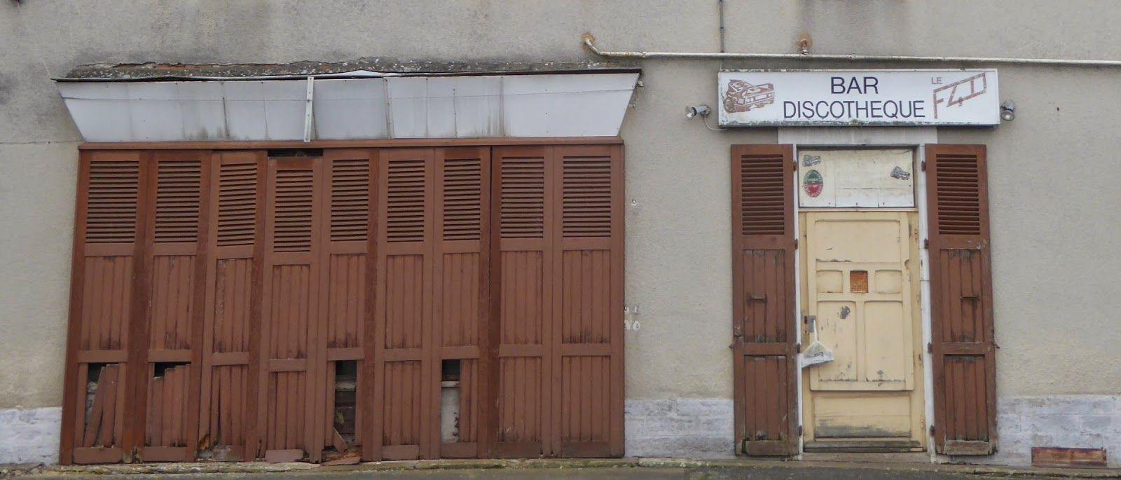 Des signes sur les murs: commerces disparus