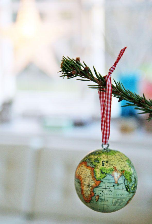 Travel themed christmas tree think global weihnachten wanderlust und globus - Wanderlust geschenke ...