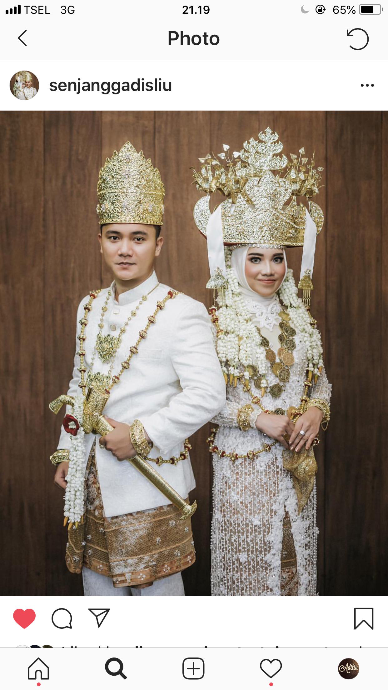 Pakaian adat lampung pepadun semi modern  Gaun perkawinan