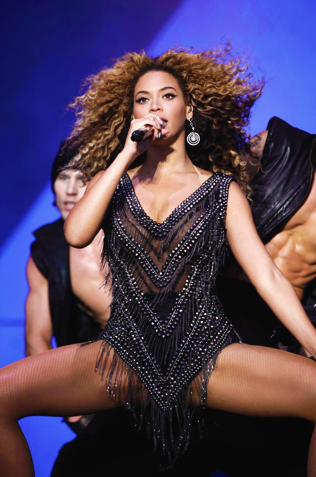 Pin on Beyoncé Mrs Carter Show World Tour April 15