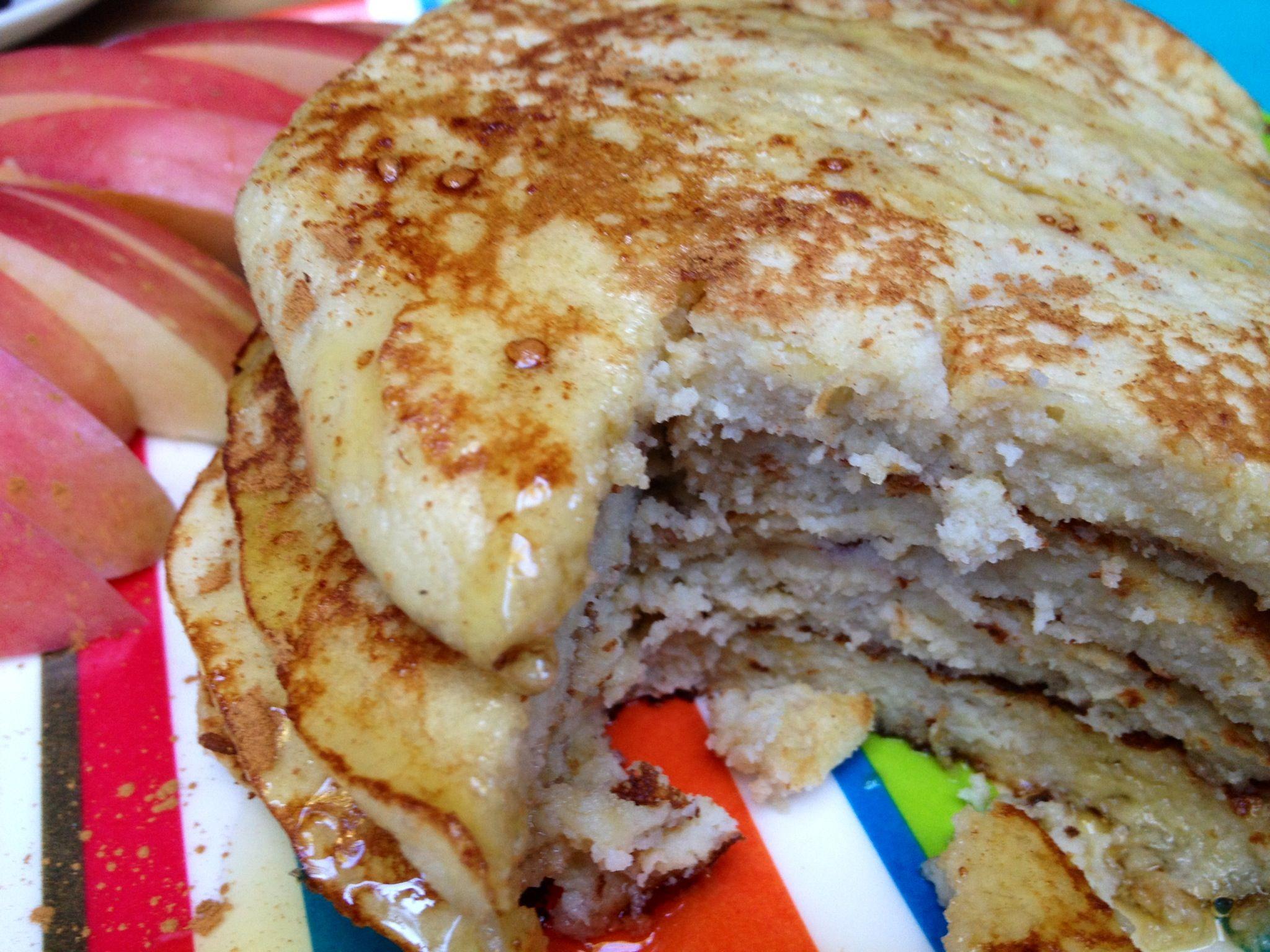 4 ingredient pancakes 2 eggs 1 banana 14 c milk 2