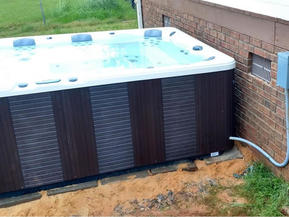 3 Reasons To Avoid Diy Hot Tub Installation In 2020