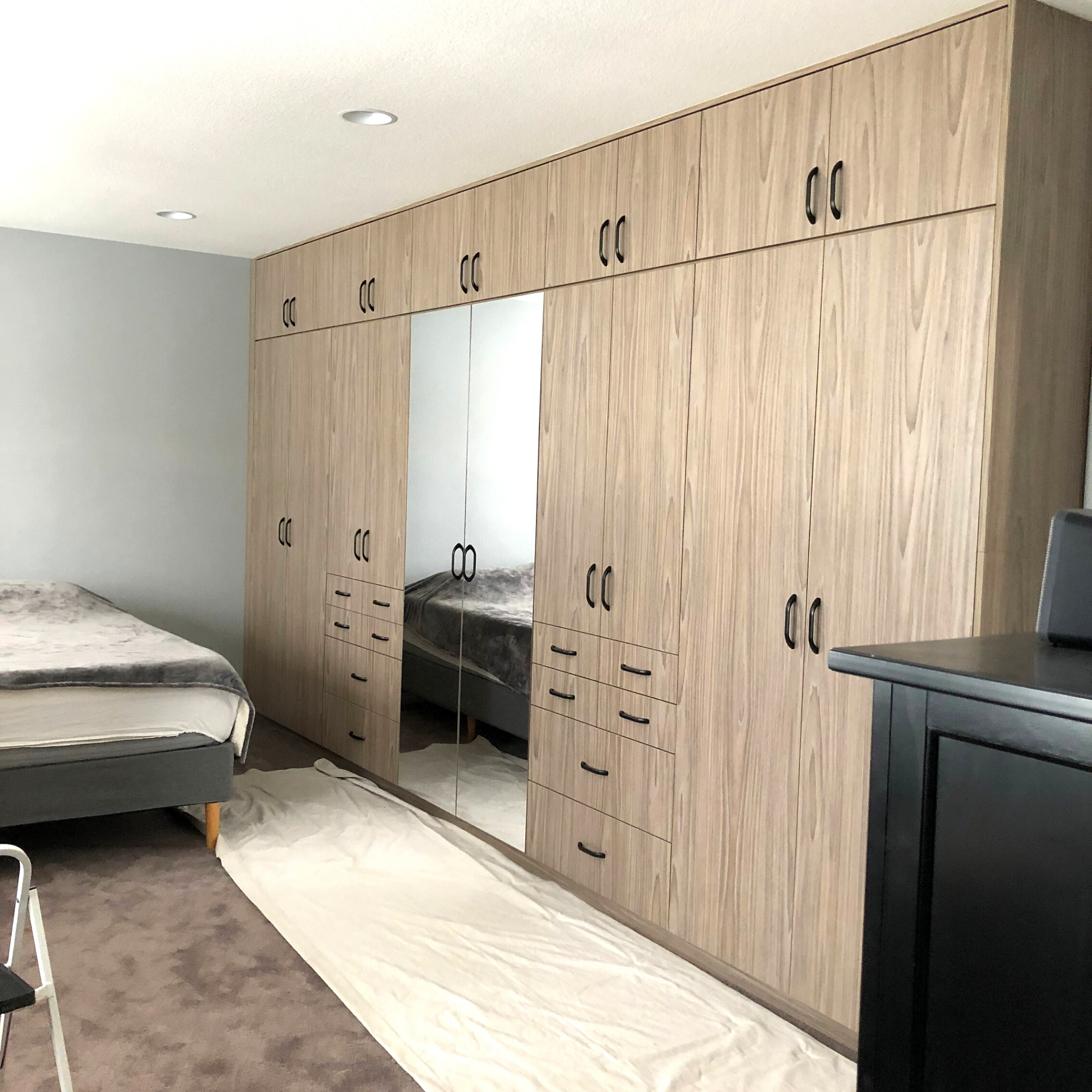 We love this #classycloset design! At Classy Closets, your satisfaction and happiness with your new closet space is our main concern! @classyclosetssd ⠀ ⠀ #flippinghouses #homedesignideas #customcloset #customhomes #modernhomes #renovation #rehab #inspiration #dreamhouse #interiordesign