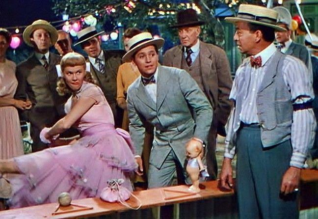 Doris Day, Gordon MacRae in On Moonlight Bay. | On moonlight bay, Classic  hollywood, Classic films