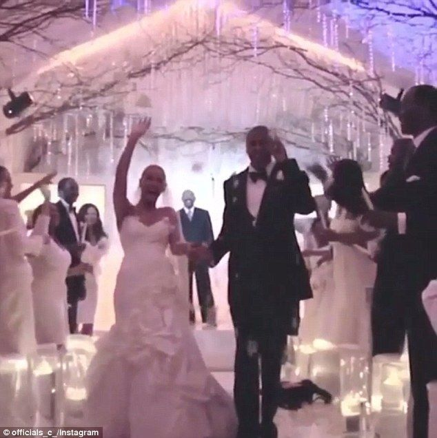 Jay Z Tweets A Snippet Of Beyonce Wedding Video On Their Anniversary Beyonce Jay Z Wedding Wedding Wedding Video