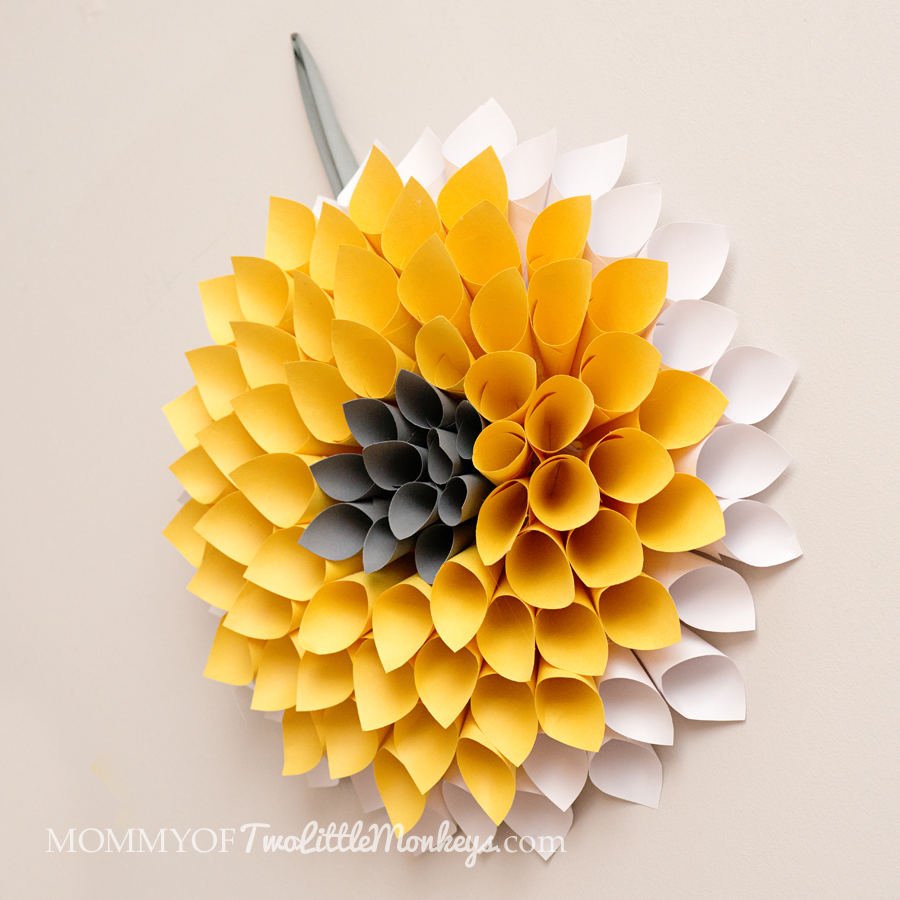 How to Make a Paper Wreath - Dahlia Inspired {Under $10 to Make!} in ...