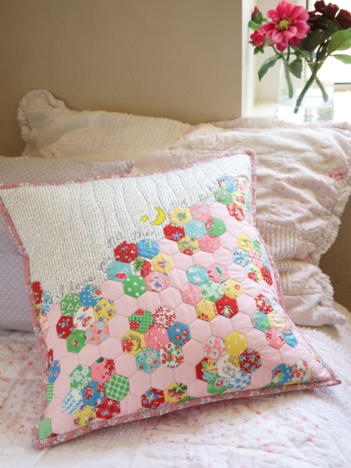 Easy Hexie Pillow Tutorial | Kissen, Lätzchen und Decken