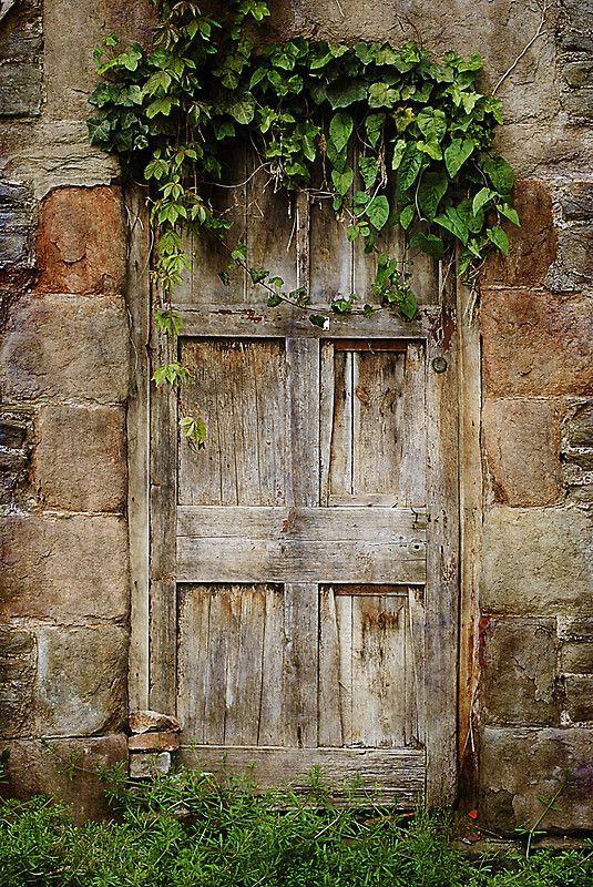 Photo of 'Old Door' Fotografisk trykk av Christine Lake