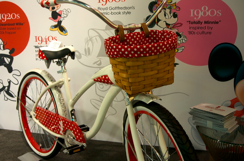 Minnie Mouse style at the #D23Expo.