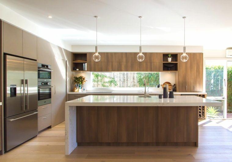 cucina a l con doppio frigorifero e mobili lineari, esempio di ...