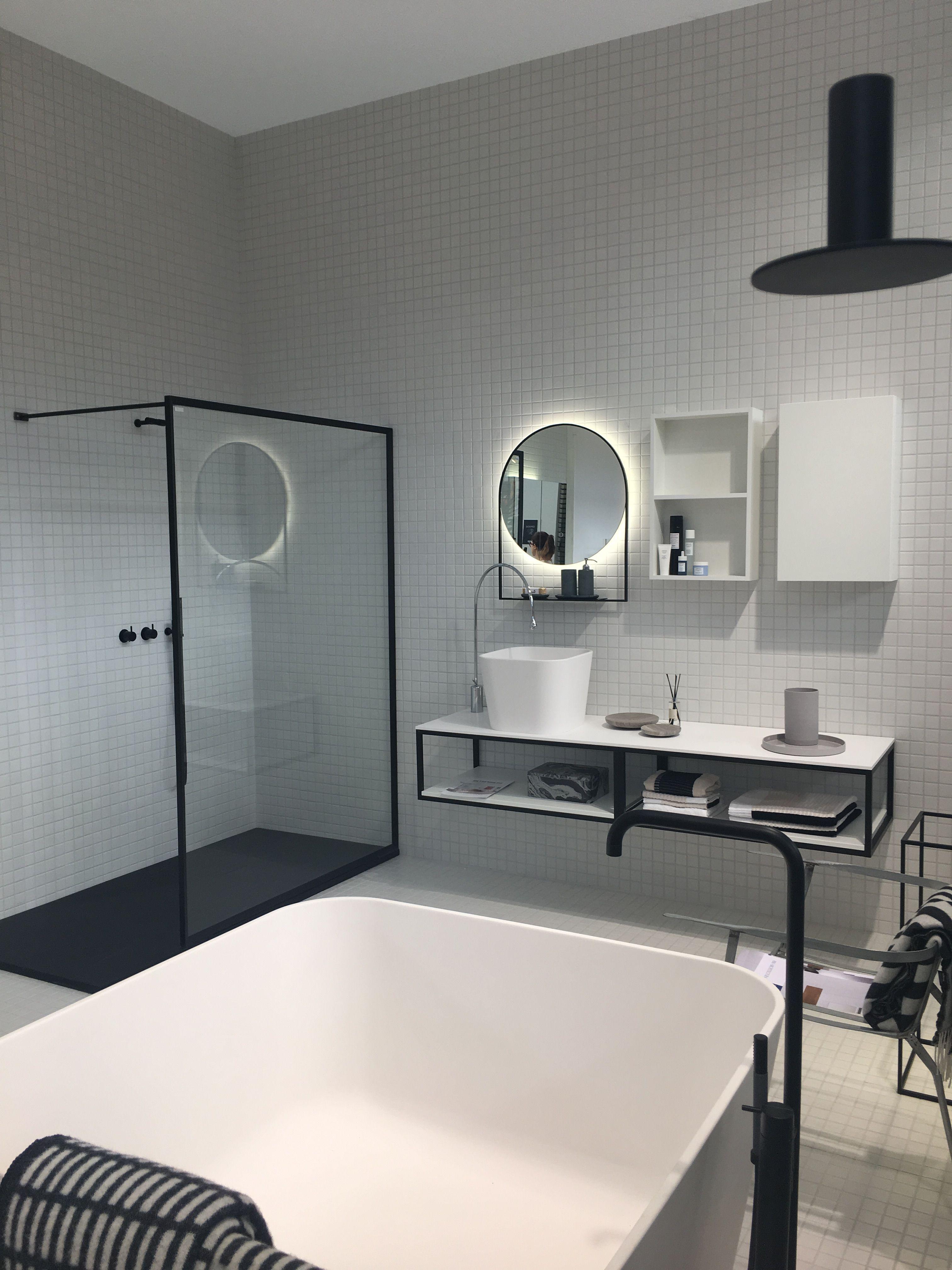 Black white bathroom zwart wit badkamer round mirror ronde spiegel ...
