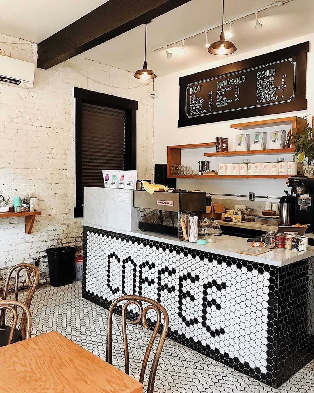 Daily Grind Toronto In 2020 Cozy Cafe Interior Cafe Interior Design Cafe Bar Design