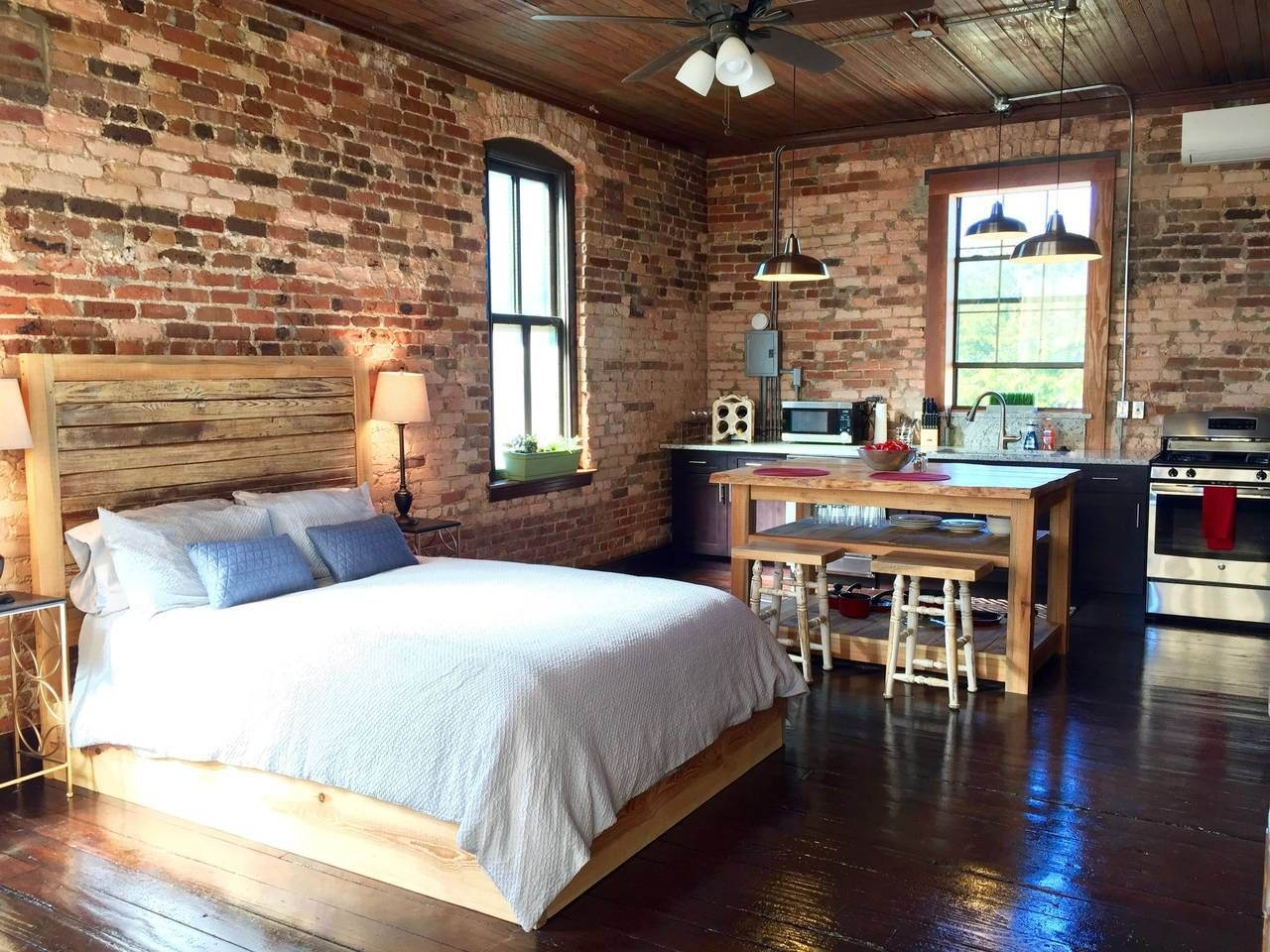 Loft :) - Get $25 credit with Airbnb if you sign up with this link http://www.airbnb.com/c/groberts22