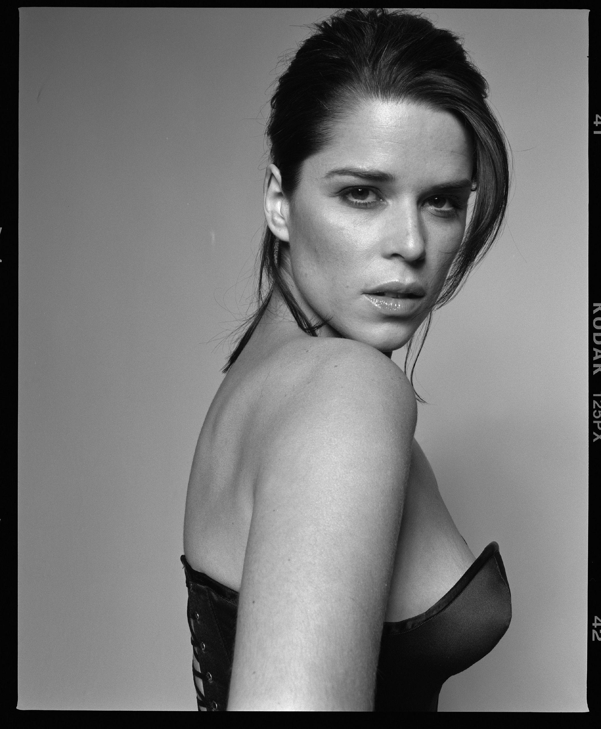 Nacktfotos von Neve Campbell im Internet - Mediamass