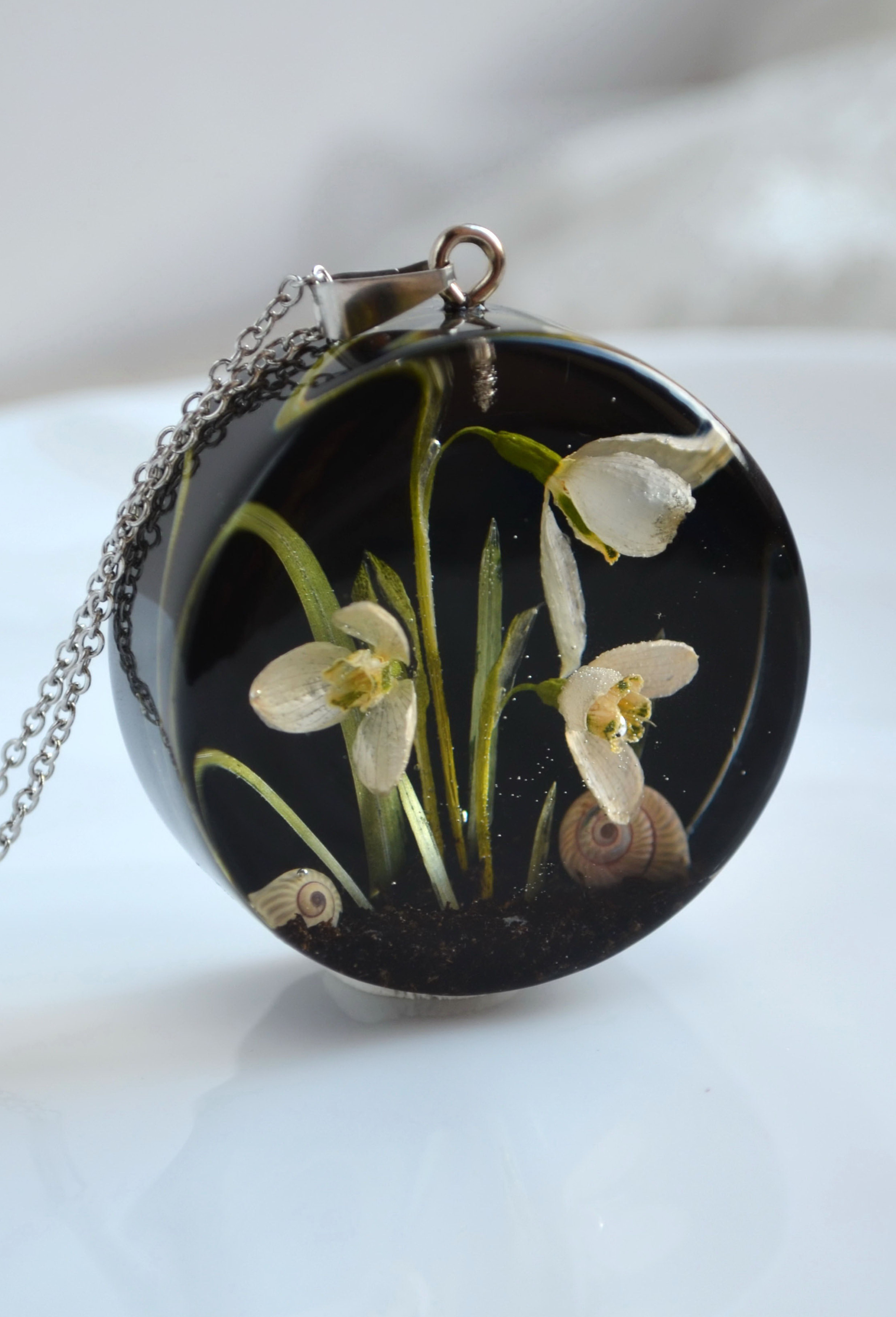 Pendant With Snowdrops In Resin Galanthus Necklace Black Medallion With Real Snowdrops Flower Resin Jewelry Resin Jewelry Unique Items Products