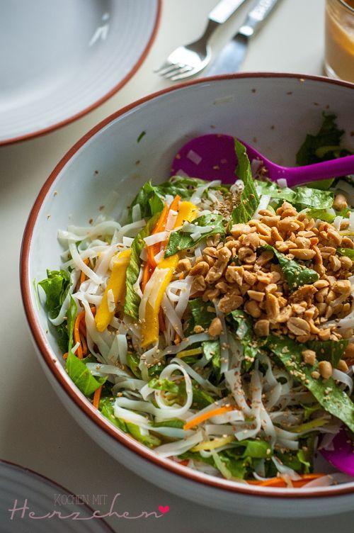 Vietnamesischer Reisnudelsalat | VEGAN FÜR ALLE | Pinterest ...