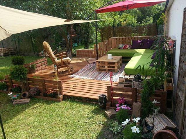 l shape pallet outdoor furniture seating green cushion and coffee table on deck with red umbrella at beautiful decoration decoration exterior furniture - L Shape Garden Decor