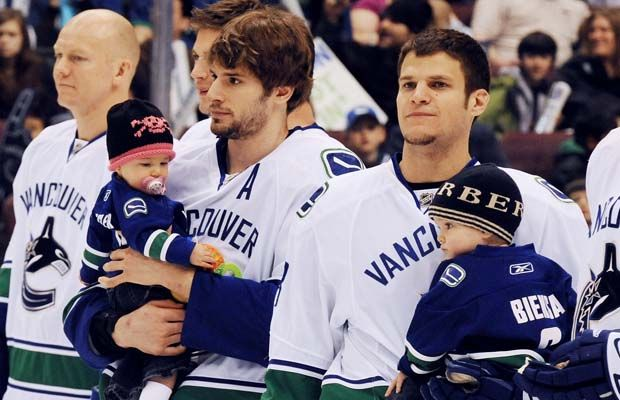 Ryan Kesler And His Daughter Makayla And Kevin Bieksa And His Son Cole Canucks Hockey Players Hockey