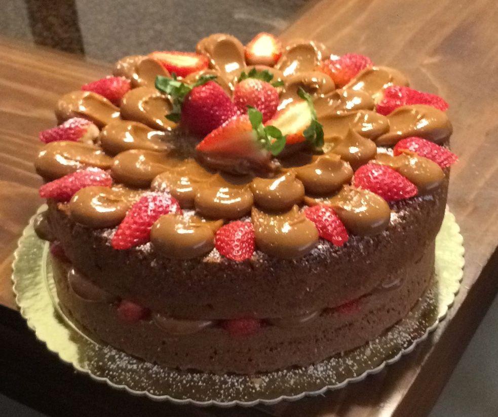 Cake Con Manjar Y Fresas