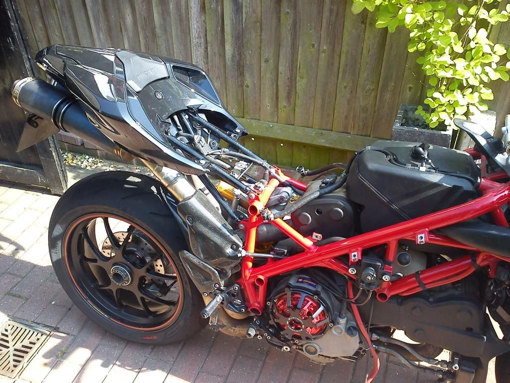 Headbehindthebubble - Ducati 1098s getting put back together