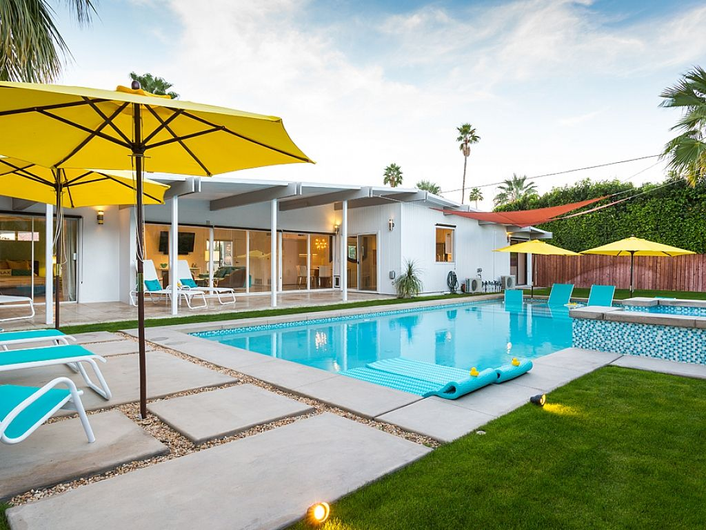 Midcentury pool retreat palm springs vacation rentals for Pool design course