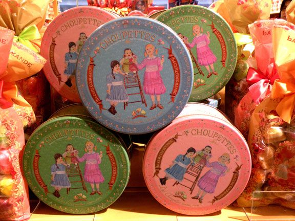 Can't wait to go to Paris in the fall and go to la cure gourmande. I will be buying these biscuit tins.