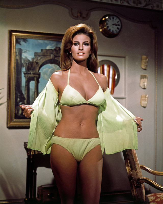 "Raquel Welch en ""Guapa, Intrépida y Espía"" (Fathom), 1967 | Raquel welch,  Young bikini, Hollywood walk of fame"