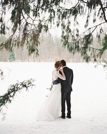 34 verschneite Hochzeitsfotos, die Sie diesen Winter heiraten lassen   – My Special Day