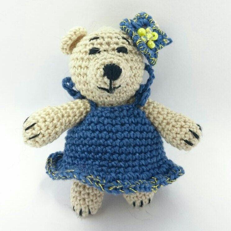This cute amigurumi bear is happy to meet you! 🐻