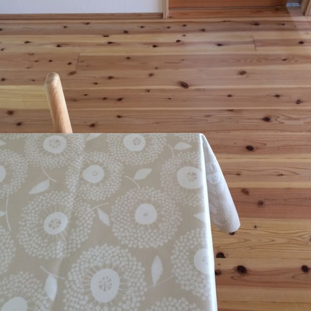Tomokoさんの、無垢杉板,北欧風テーブルクロス,ダイニングテーブル,机,のお部屋写真