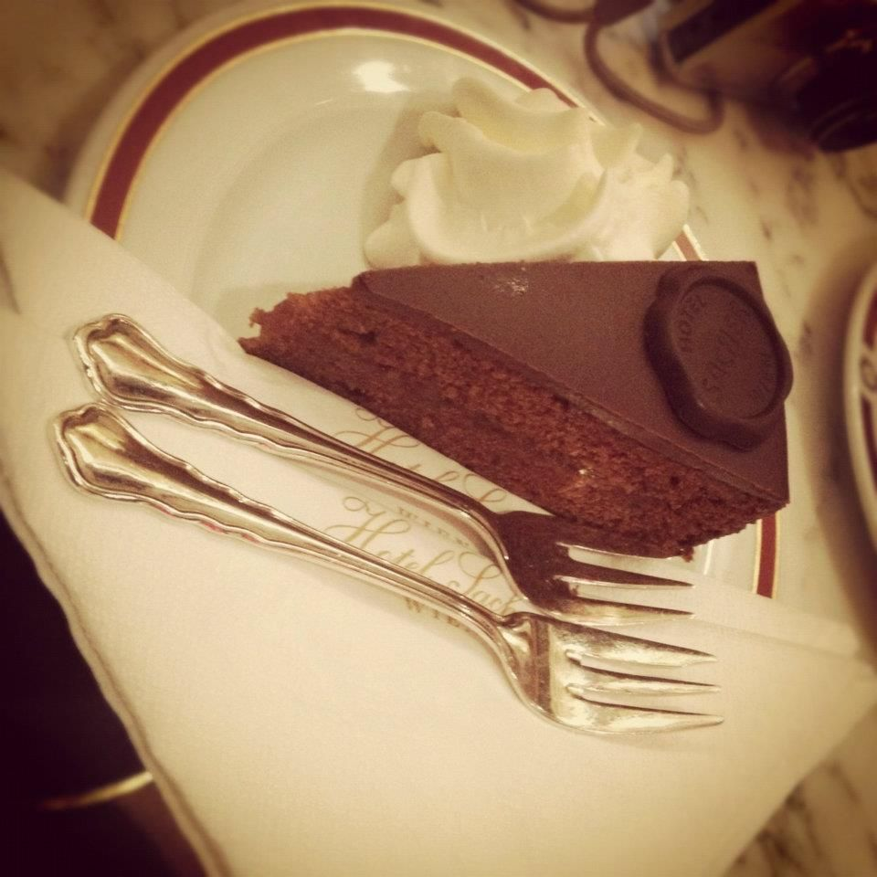 Vienna is known for it's Kaffeehauses that serve up delicious cakes & coffee! See for yourself on #GToxford