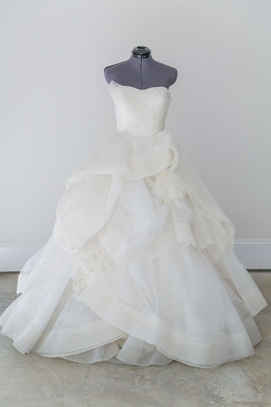 Vera wang katherine size 2 it doesn 39 t get more for Vera wang rental wedding dresses