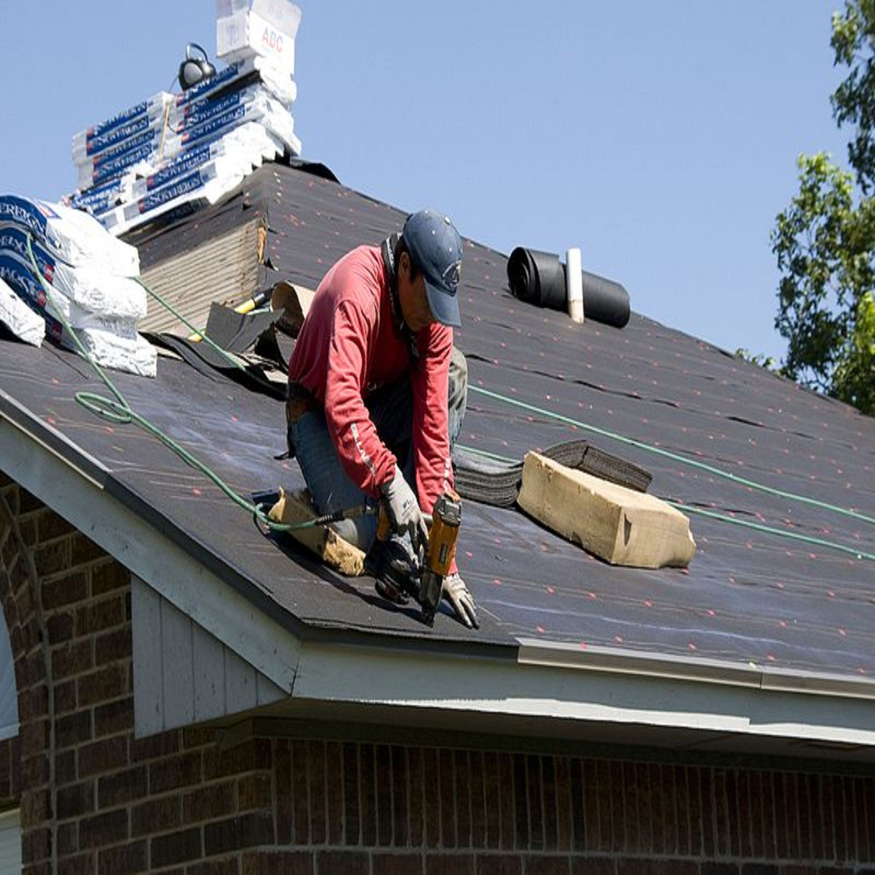 How to find roofing company near me during rainy season