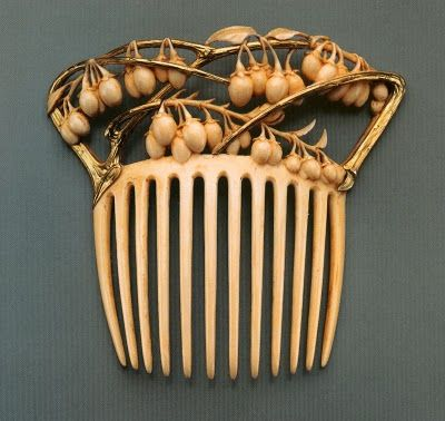 René Lalique 1900 Vine and Berries Hair Comb| gold and ivory