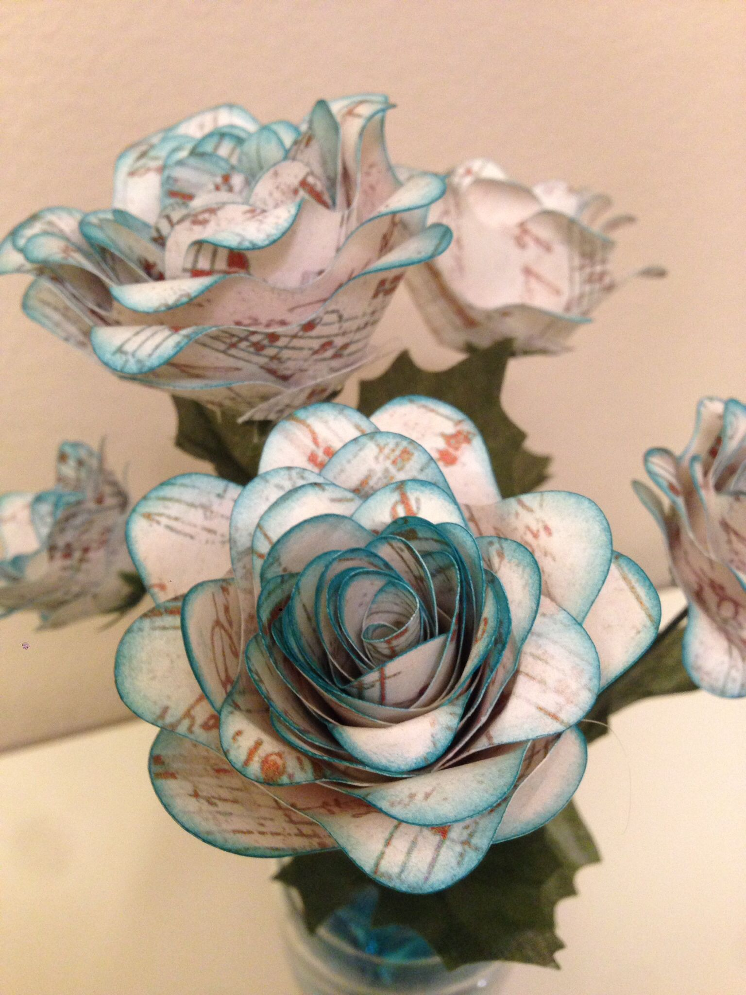 Printed paper with Cricut Imagine, flowers cut with Cricut ...