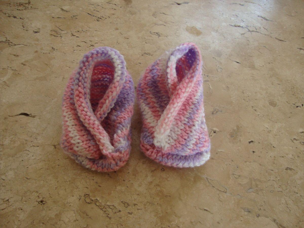 Sapatinho paa bebê em tricô <br>material:lã <br>medida do pezinho: 9,5cm <br>as peças em tricô tem flexibilidade de ate 3 cm sem alterar o produto.