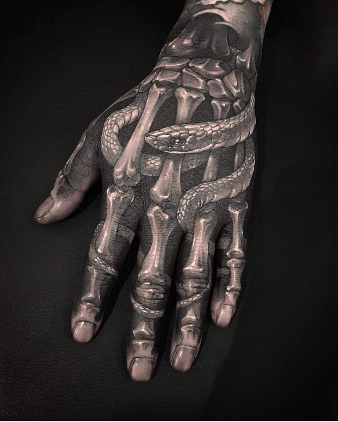 Pin By Kei Yosi On Arte Na Pele Tattoo Lovers Hand Tattoos Skeleton Hand Tattoo Cool Tattoos For Guys