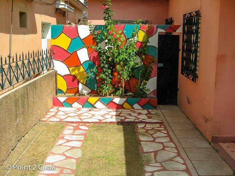 Colourful house in Playa; Matanzas Point 2 Cuba / Compra