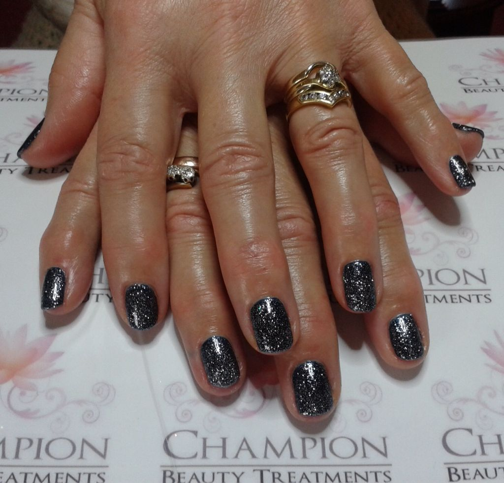 A Dry Manicure Complete With Cnd Shellac Midnight Swim Ice Vapor