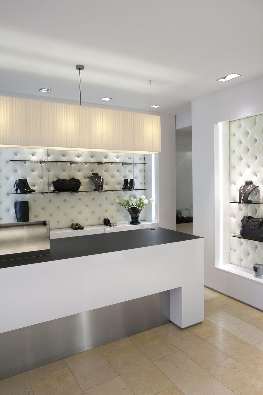 Damesmodezaak Cleo te Antwerpen #interieur #interior #binnenkijken #inspiratie #inspiration #styling #interiorstyling #architecture #maatwerk #public #interieuropmaat #pasinterieur #retaildesign #retail #fashionstore