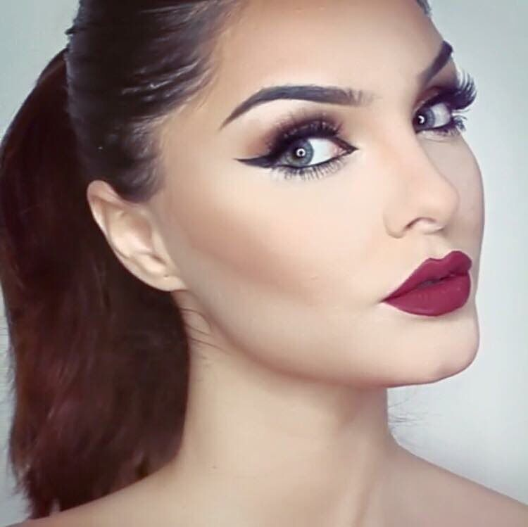 If you need inspiration for beautiful makeup for fall and