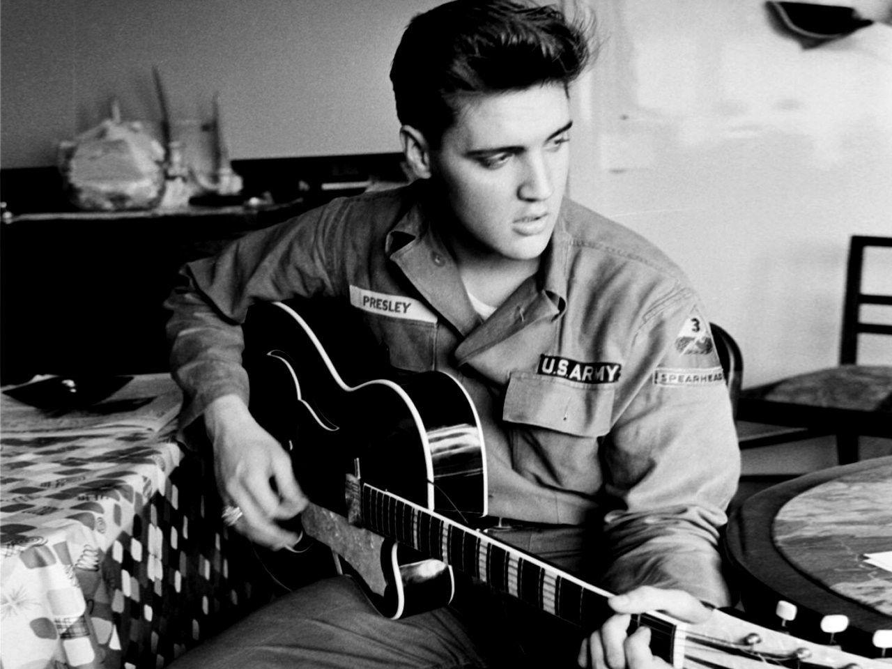 Elvis Presley Wallpapers Hd Elvis Presley Wallpaper Elvis Guitar Elvis Presley