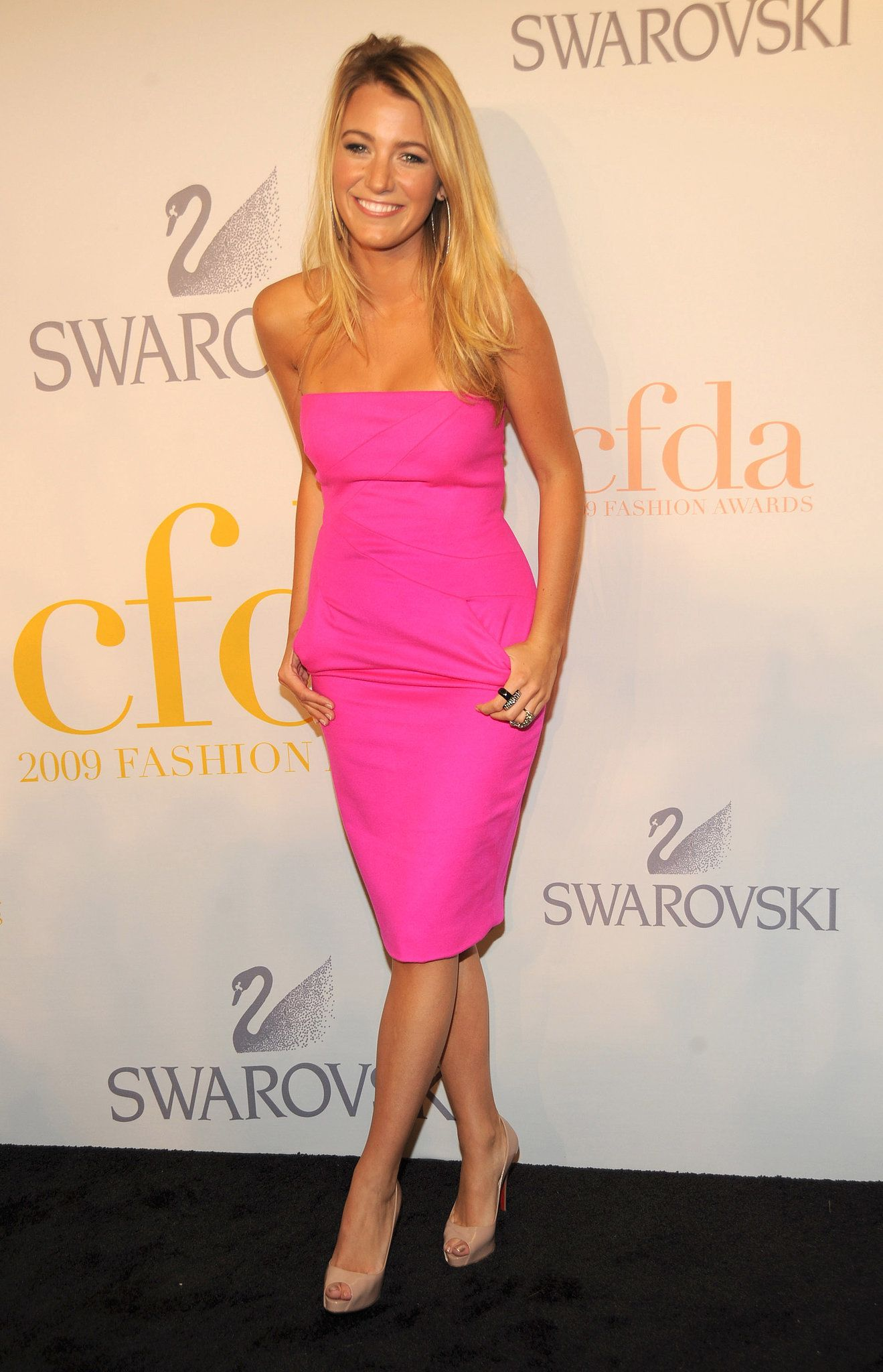 When She Channeled Barbie | Blake lively, Pink bodycon dresses and ...