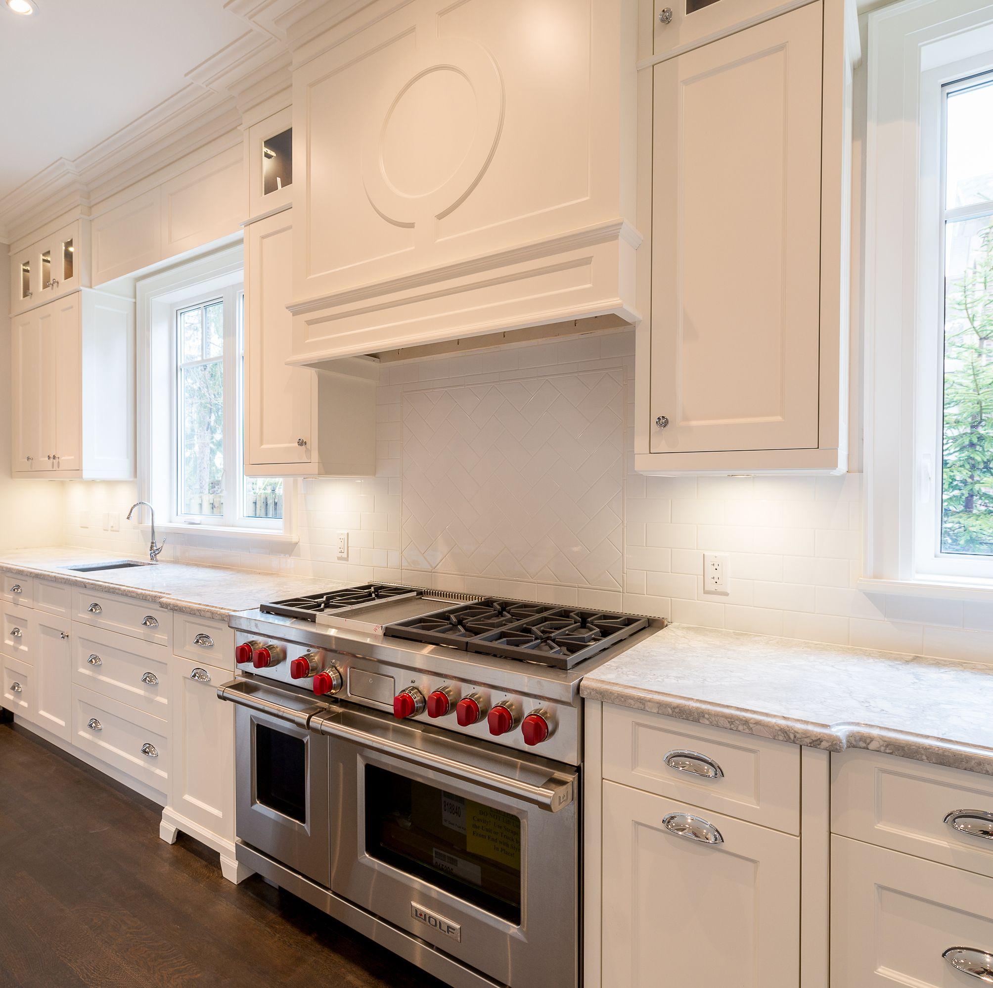 White Kitchen Ideas Super White Granite Cc40 Cloud White Cabinetry Decorative Hood Wolf Range Kitchen Cabinet Design White Kitchen Design White Kitchen