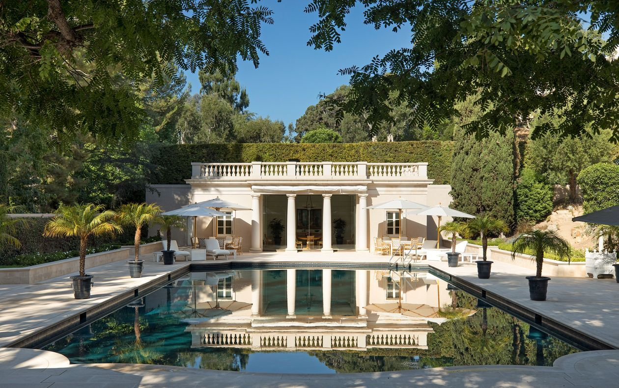 The Pool House At Chartwell Jerry Perenchio S Los Angeles Estate In 2020 Expensive Houses Mansions Chateau Style