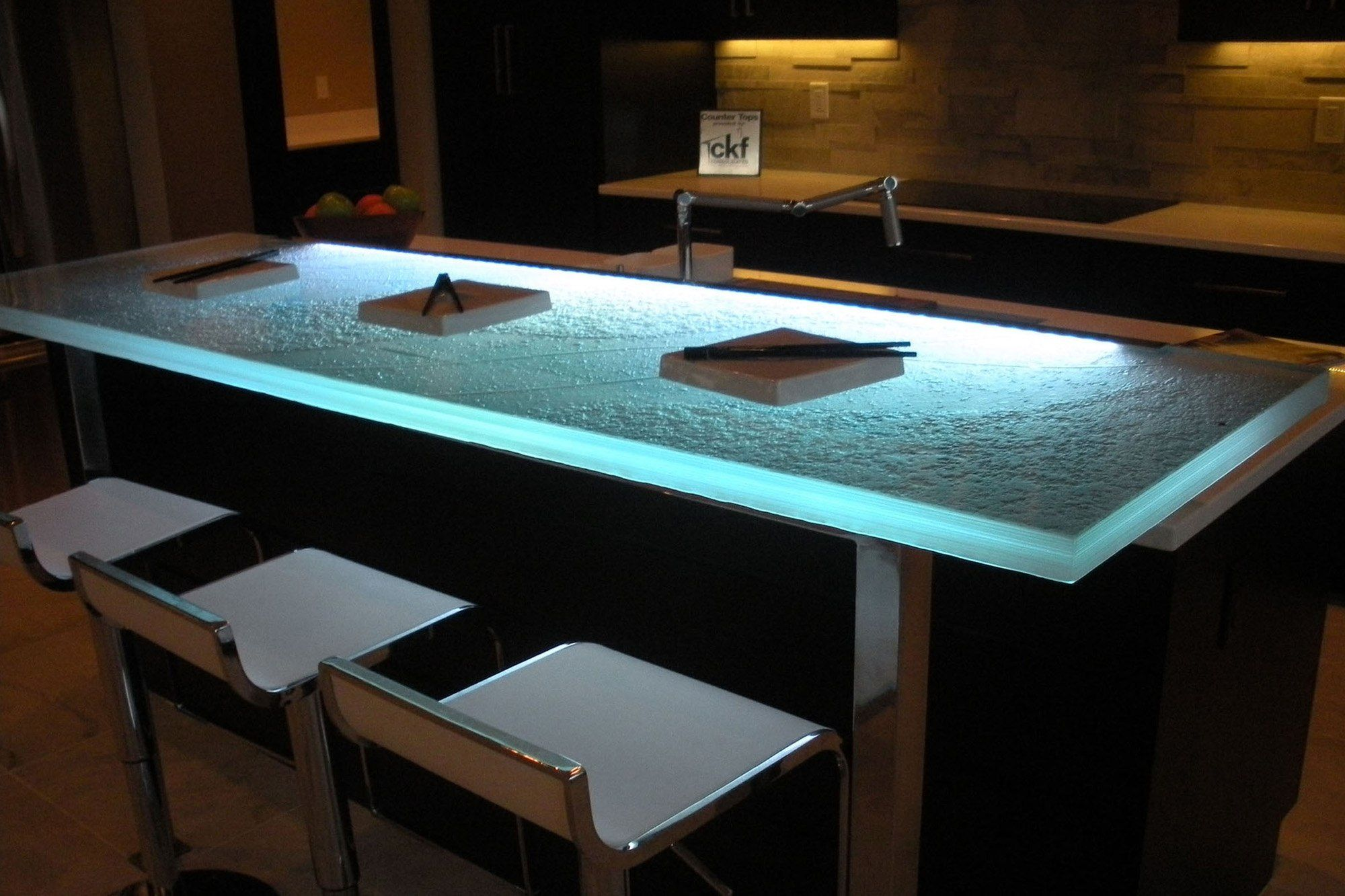 The Ultimate Luxury Touch For Your Kitchen Decor - Glass Countertops ...