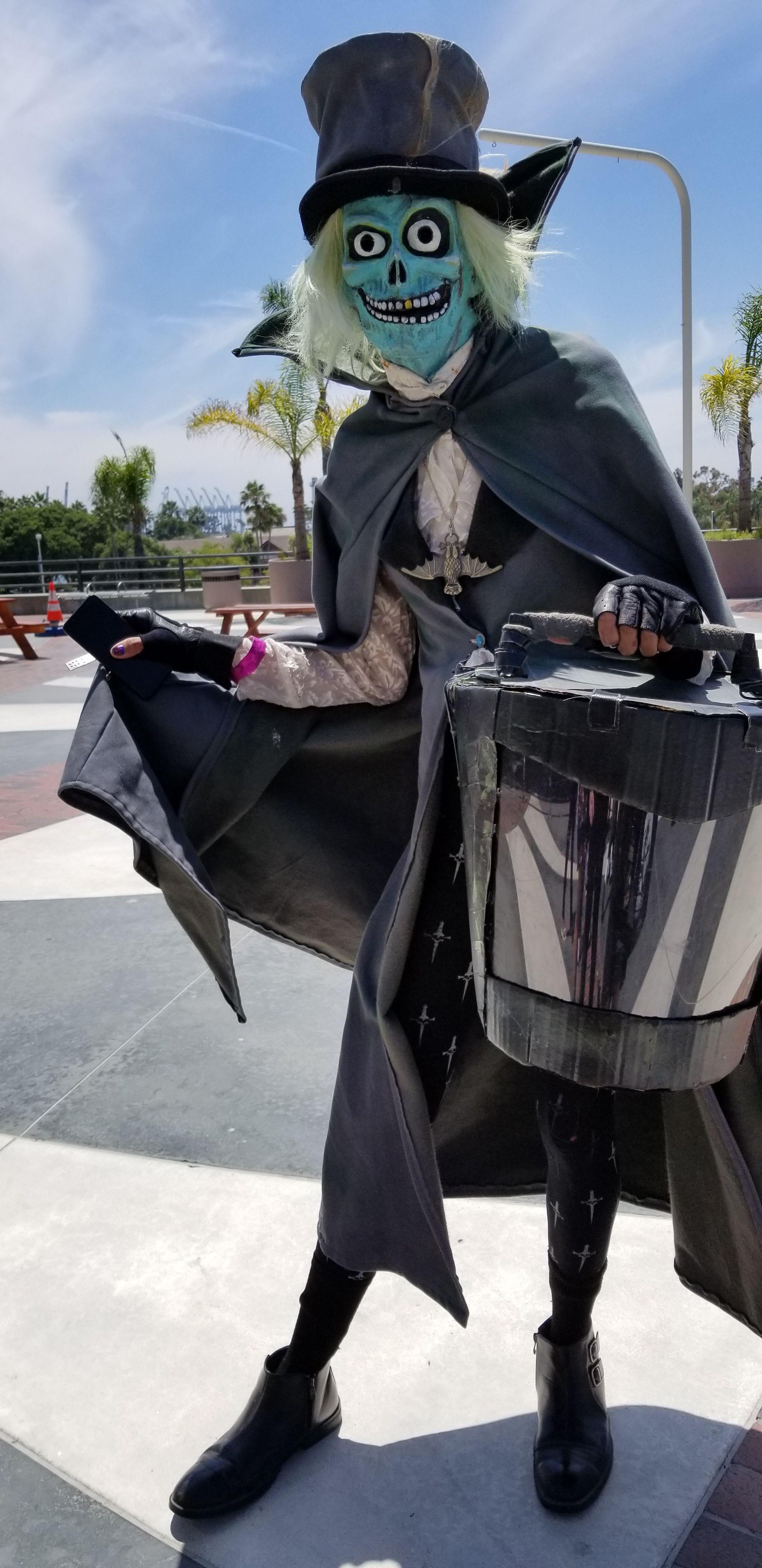 Hatbox Ghost Cosplay At Midsummer Scream 2019 Riding Helmets Hatbox Ghost Cosplay
